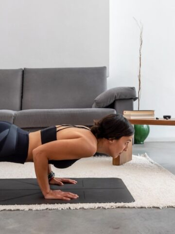 woman doing a push-up for the push-up challenge