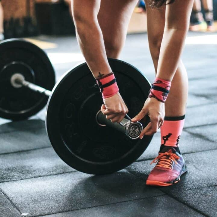 woman prepping a barbell