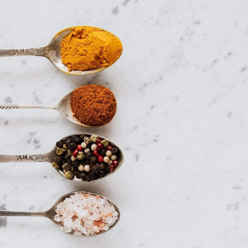 keto friendly spices on four spoons