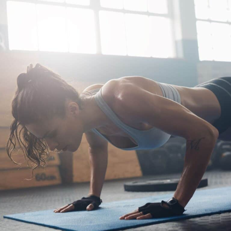 woman doing pushups in a crossfit gym